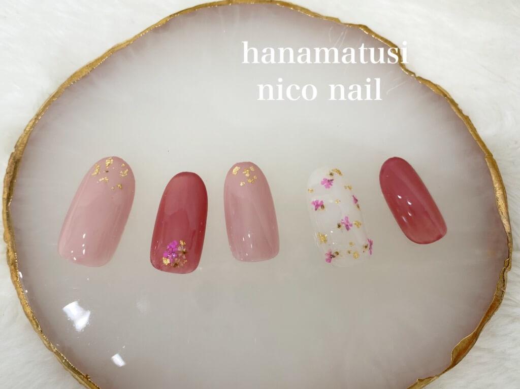 くすみピンクの押し花ネイル