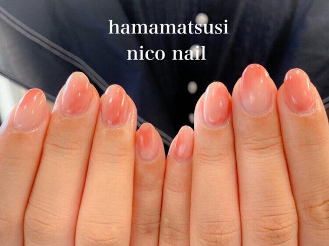 ピンクの可愛い桃ネイル